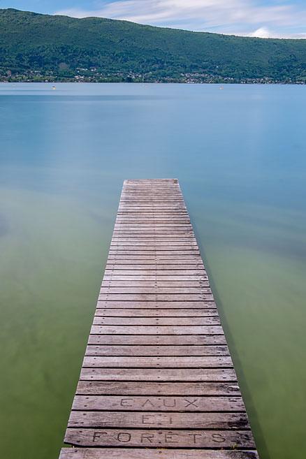 Ponton sur le lac d'Annecy, Haute-Savoie