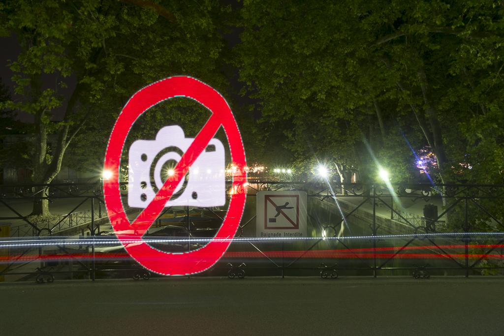 Interdictions en série sur le pont des amours, Annecy